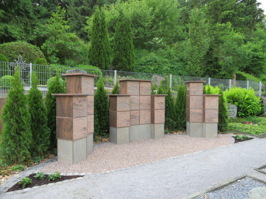 Urnenstelenanlage Friedhof Altenbeken